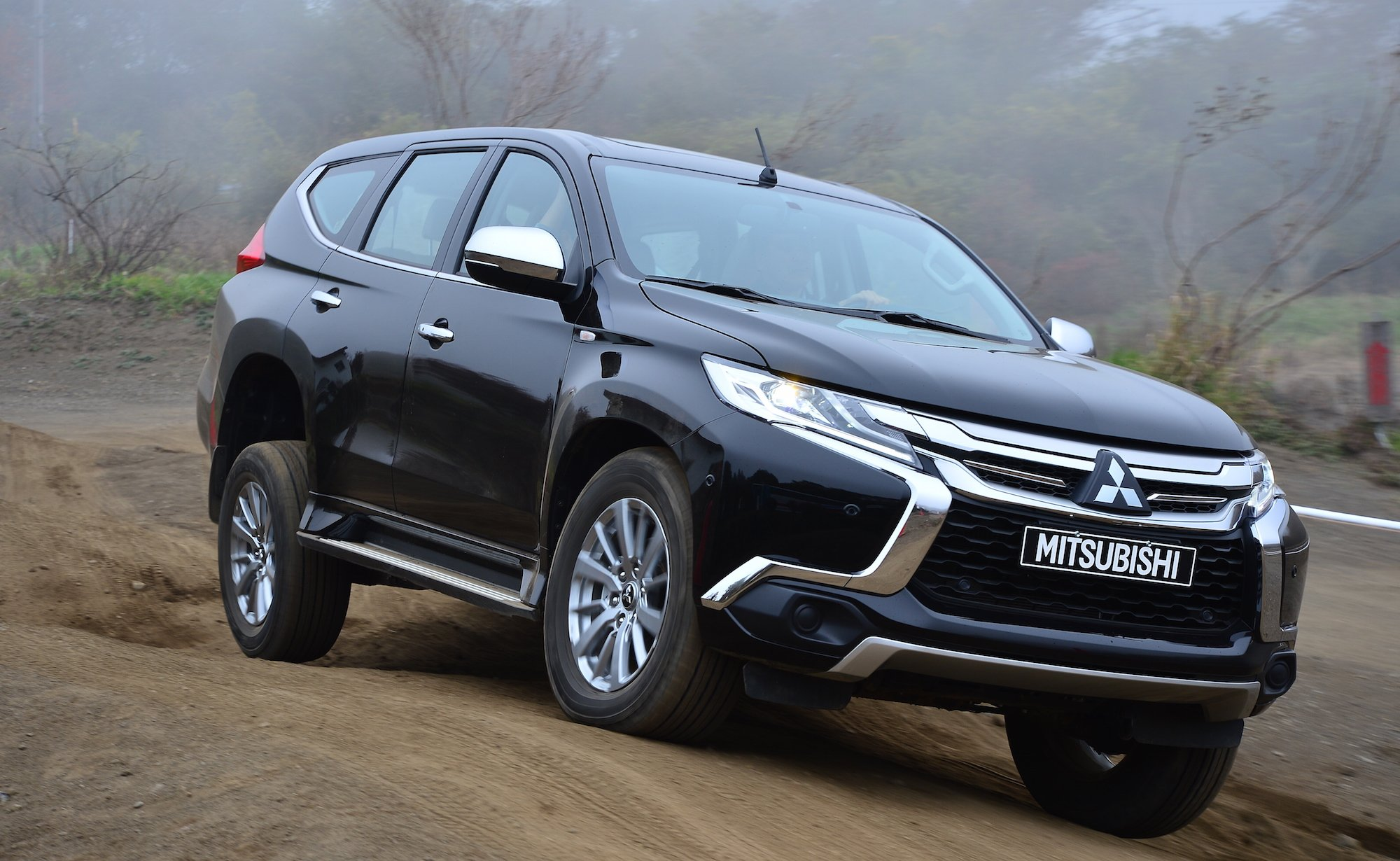 Mitsubishi Pajero Sport Review: Quick drive - photos ...