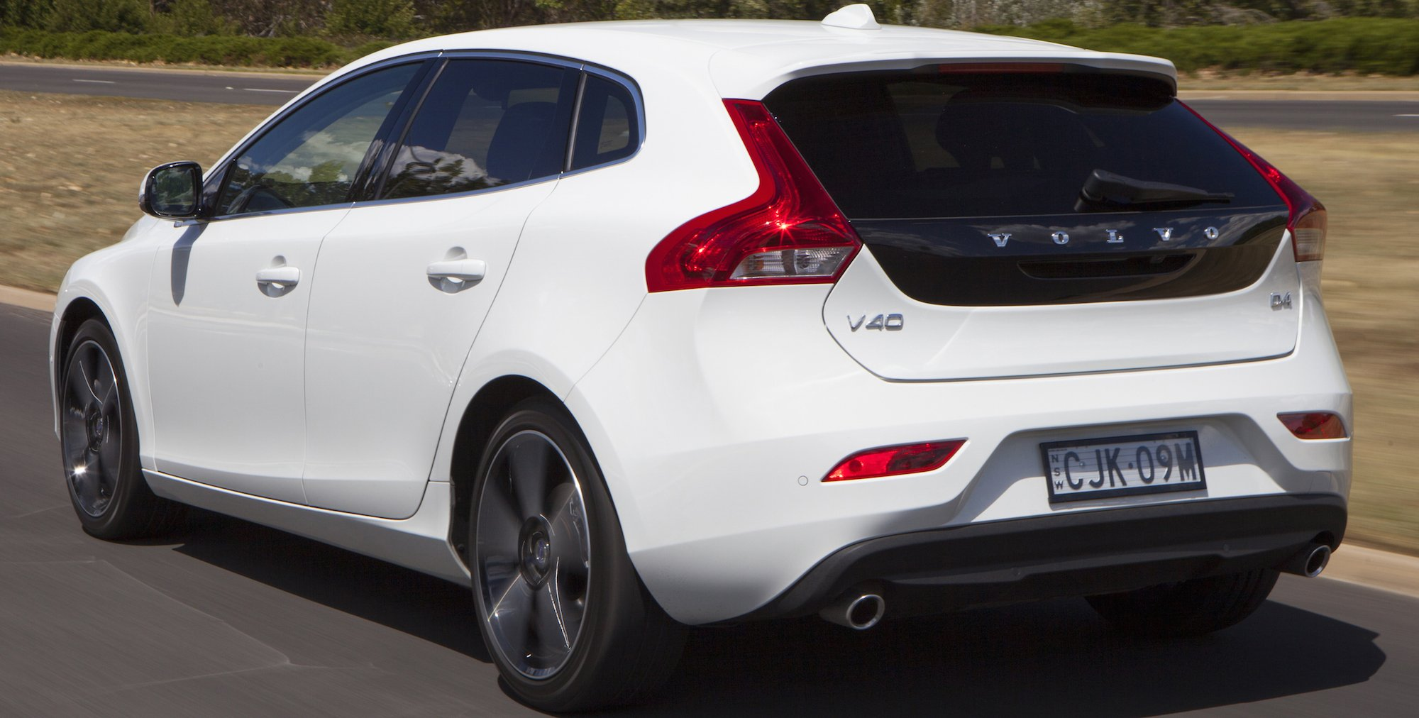 2016 Volvo V40 gains new entry-level engines - photos ...