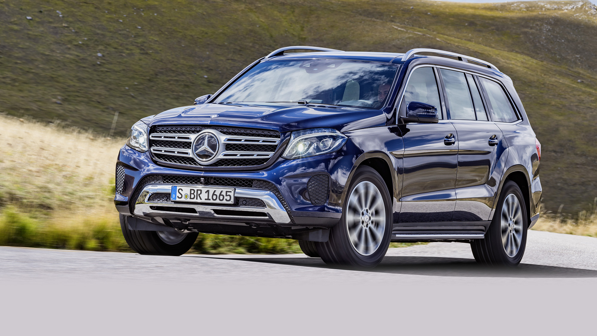 2016 mercedes benz gls revealed big gl gets new name new look photos 1 of 24. Black Bedroom Furniture Sets. Home Design Ideas