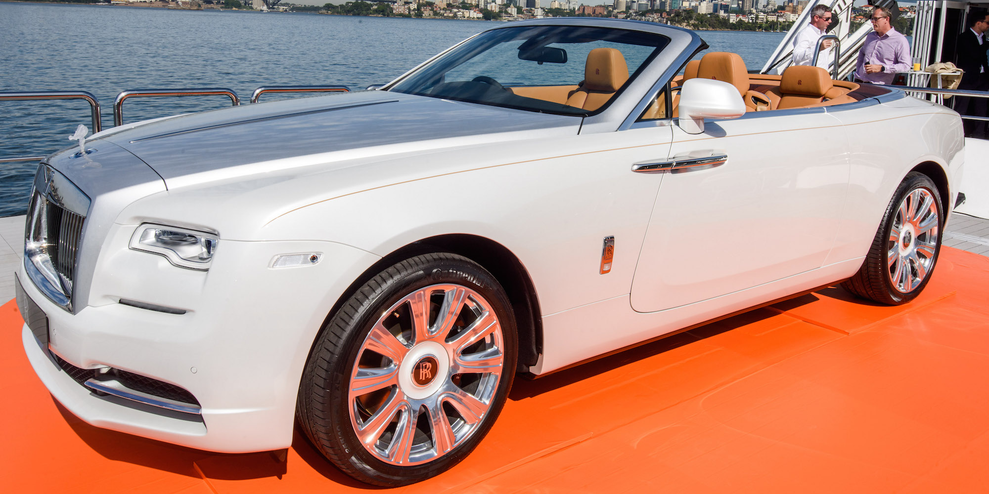 rolls royce dawn debuts in australia with 749 000 price tag photos. Black Bedroom Furniture Sets. Home Design Ideas