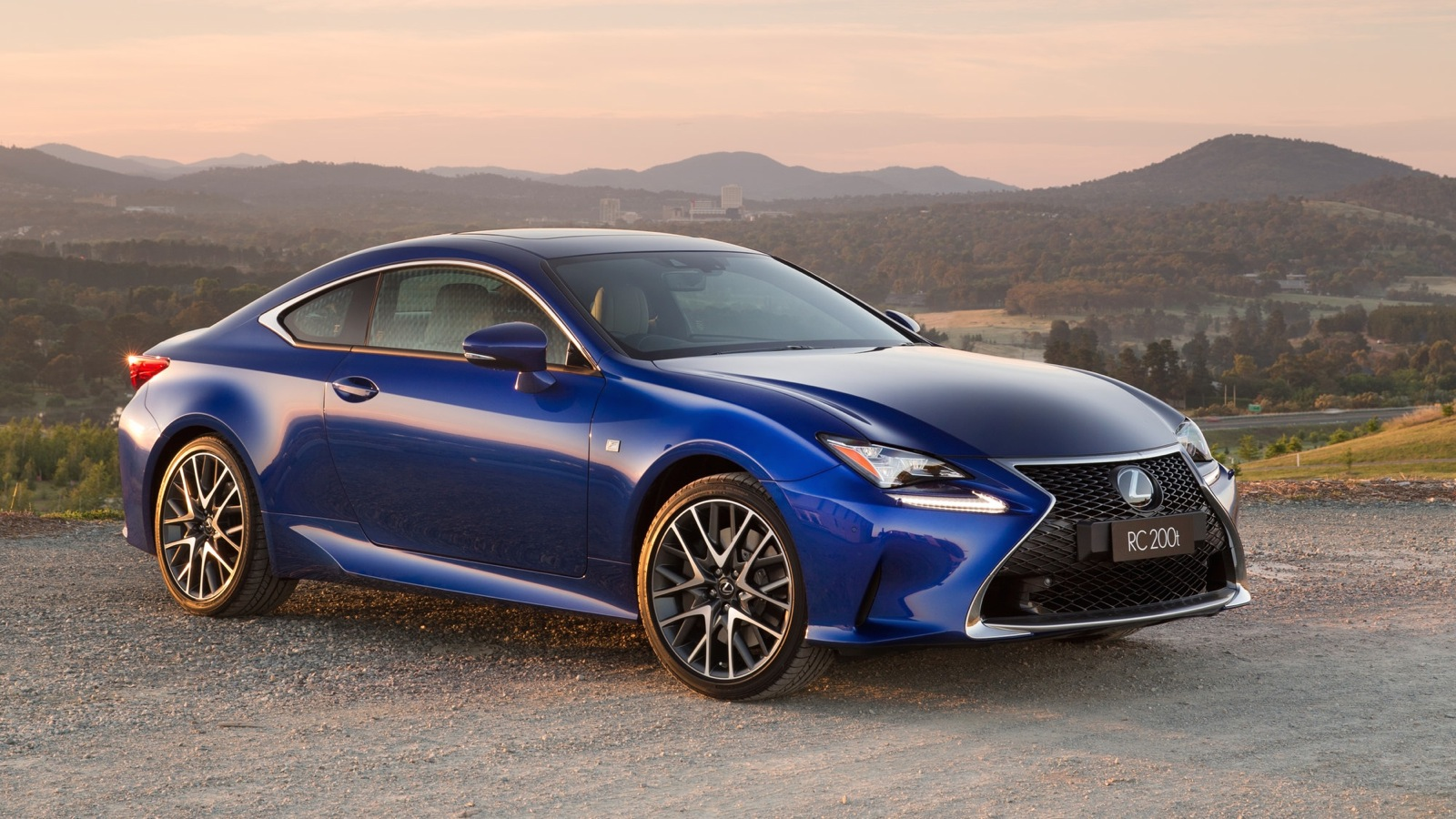 2016 Lexus RC200t Review - Photos