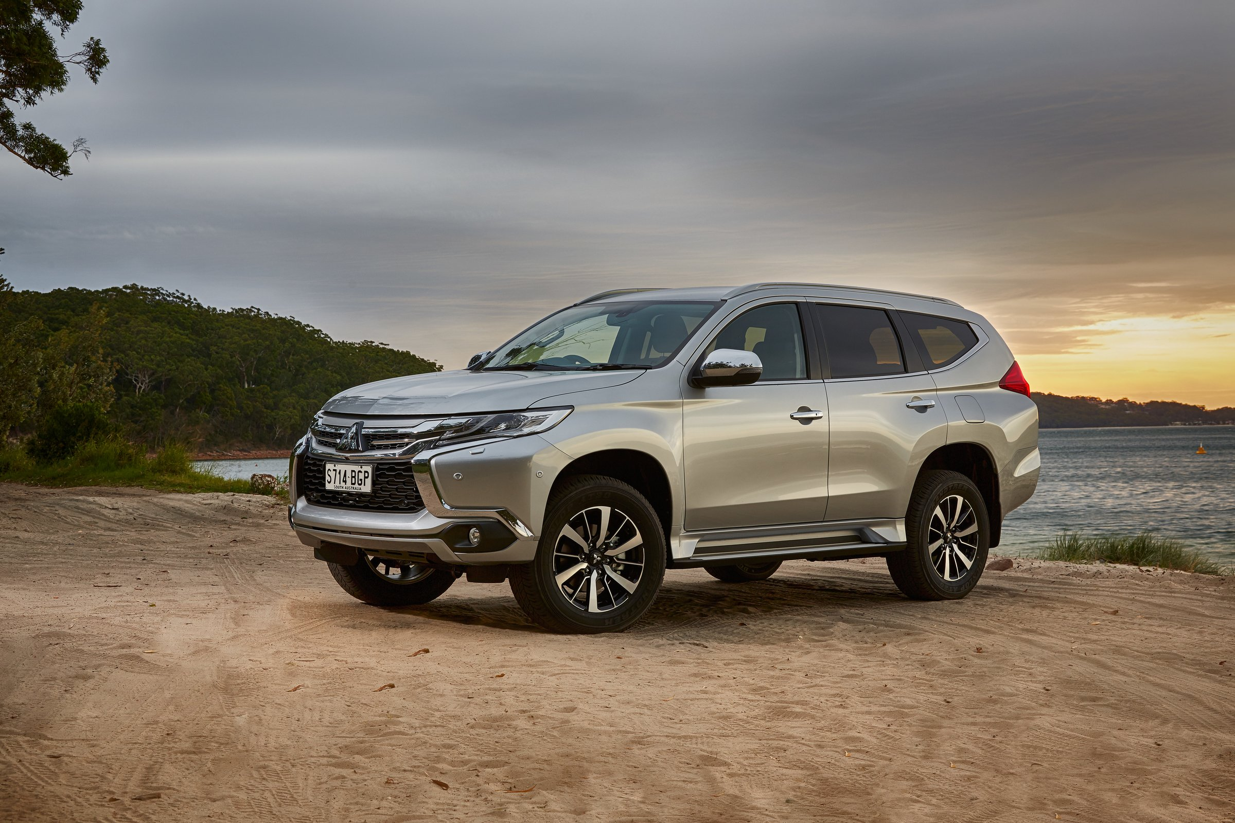 2016 Mitsubishi Pajero Sport Review - photos | CarAdvice