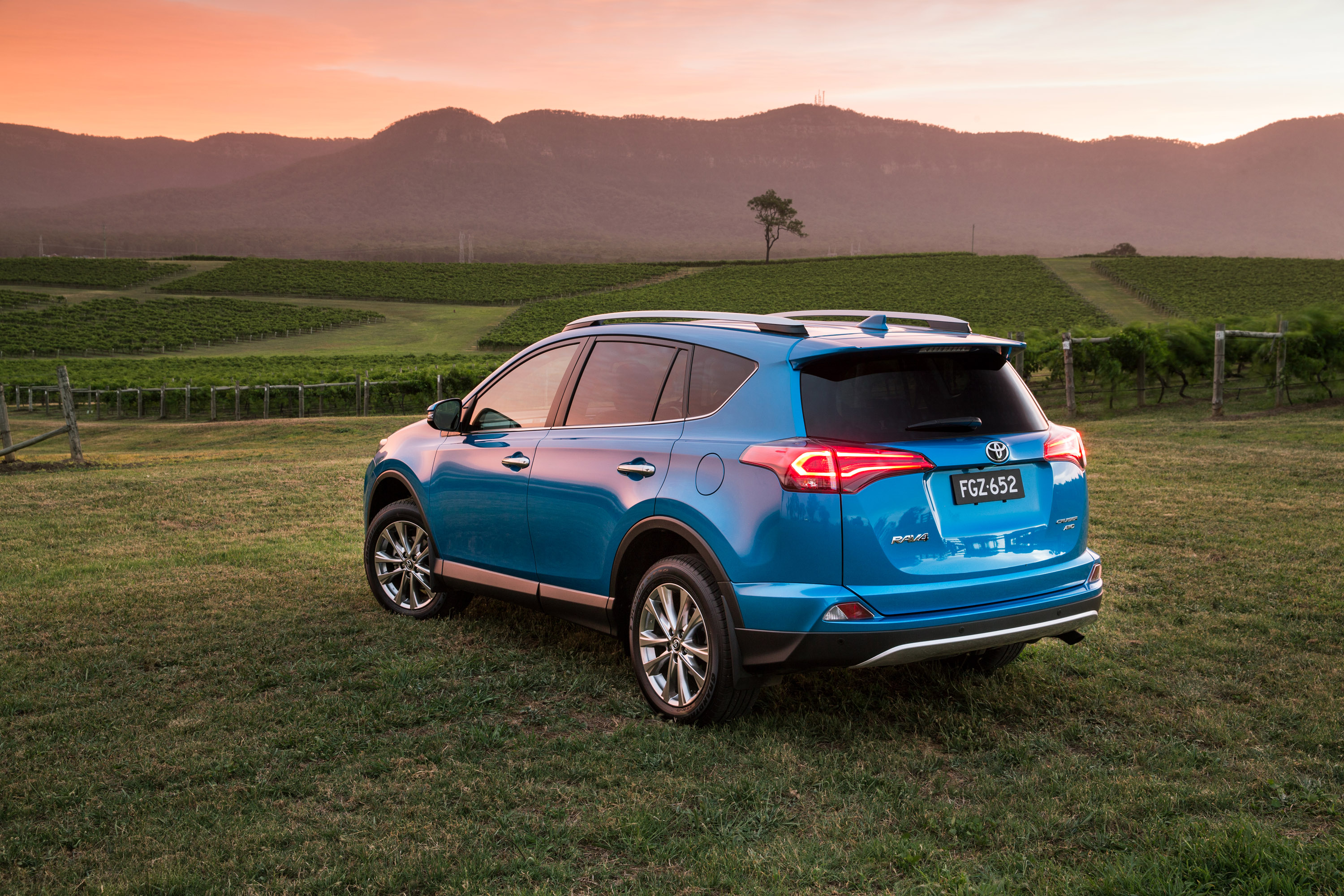 2016 Toyota RAV4 pricing and specifications - photos ...