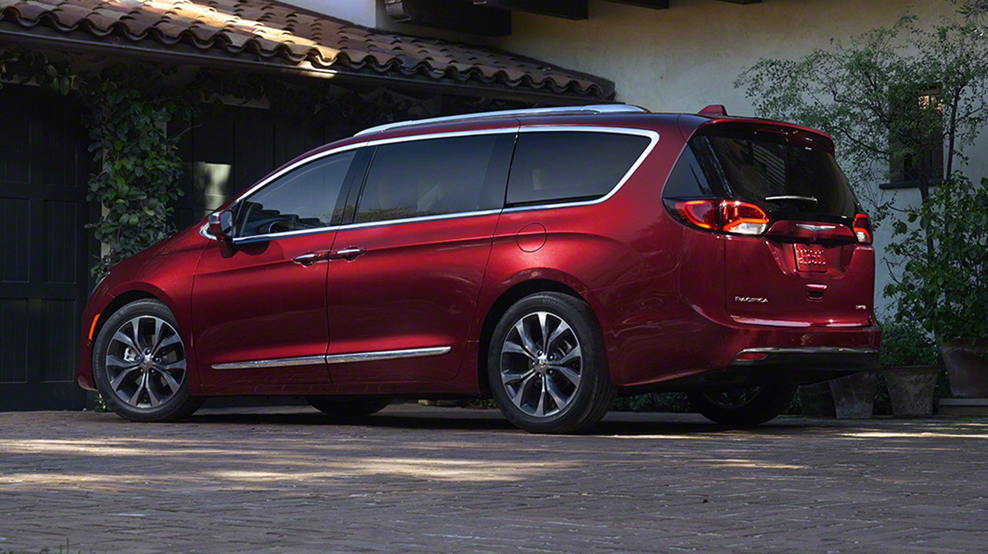 2016 Chrysler Pacifica: Grand Voyager replacement appears ...