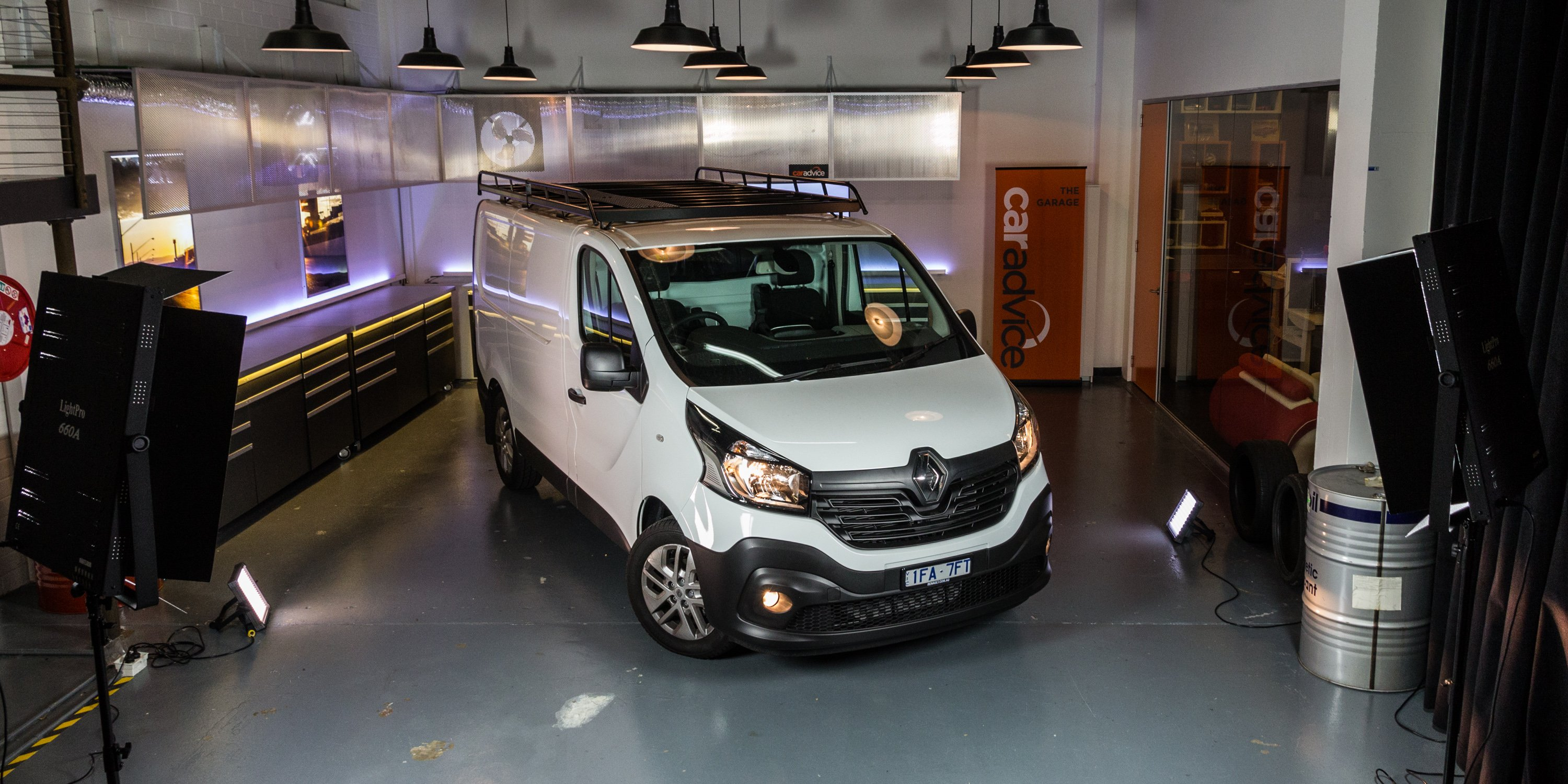 2016 Renault Trafic Review Long Term Report One Photos