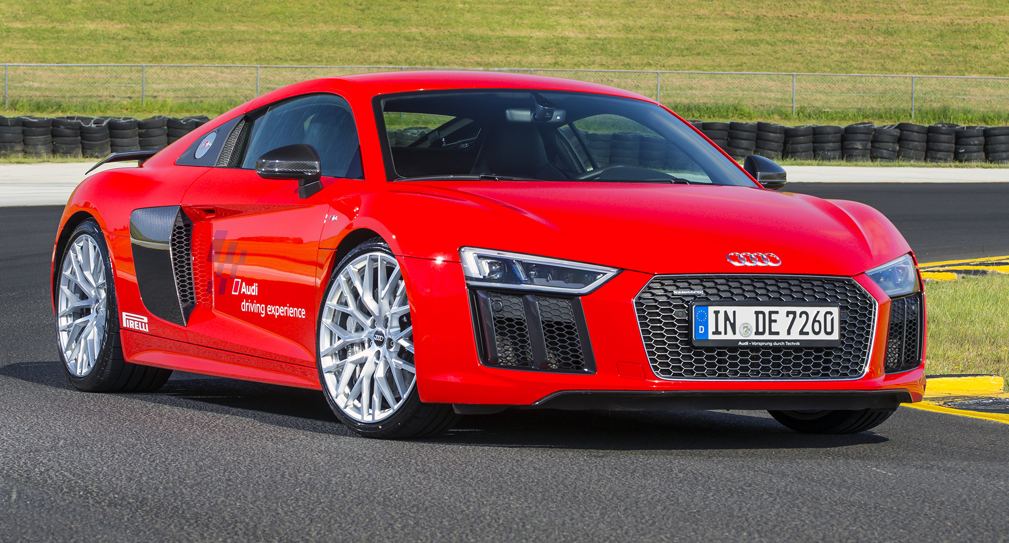 2016 audi r8 v10 r8 v10 plus pricing and specifications. Black Bedroom Furniture Sets. Home Design Ideas