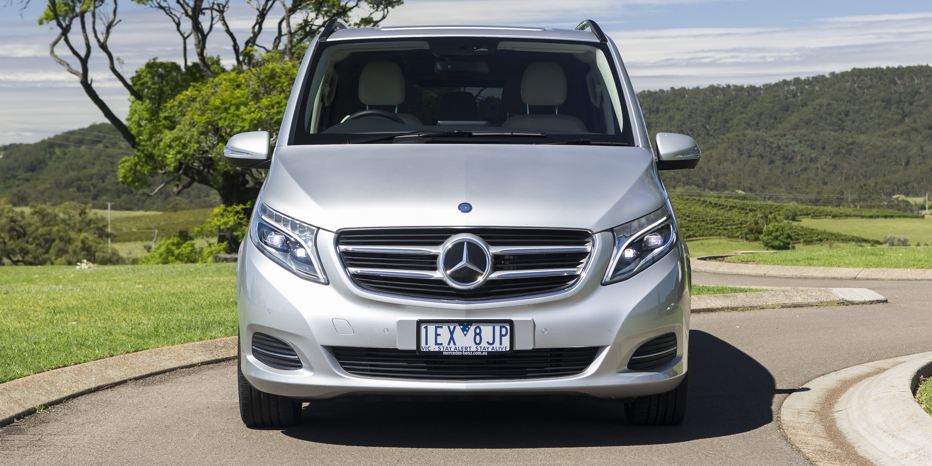 Luxury people mover comparison kia carnival v mercedes for Mercedes benz compare