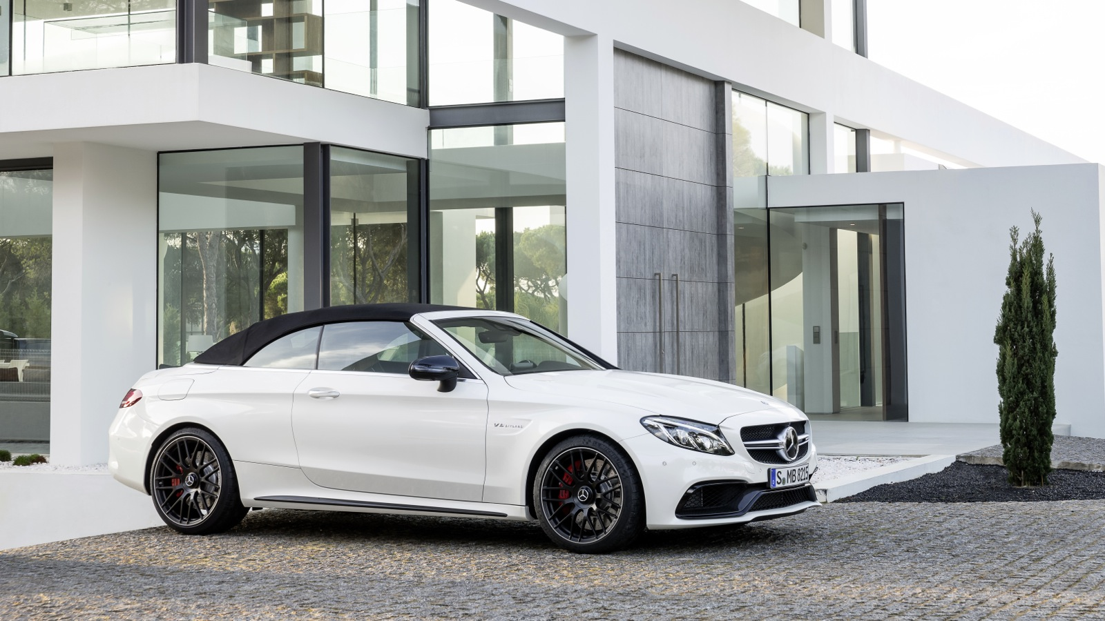 mercedes amg c63 cabriolet revealed photos. Black Bedroom Furniture Sets. Home Design Ideas