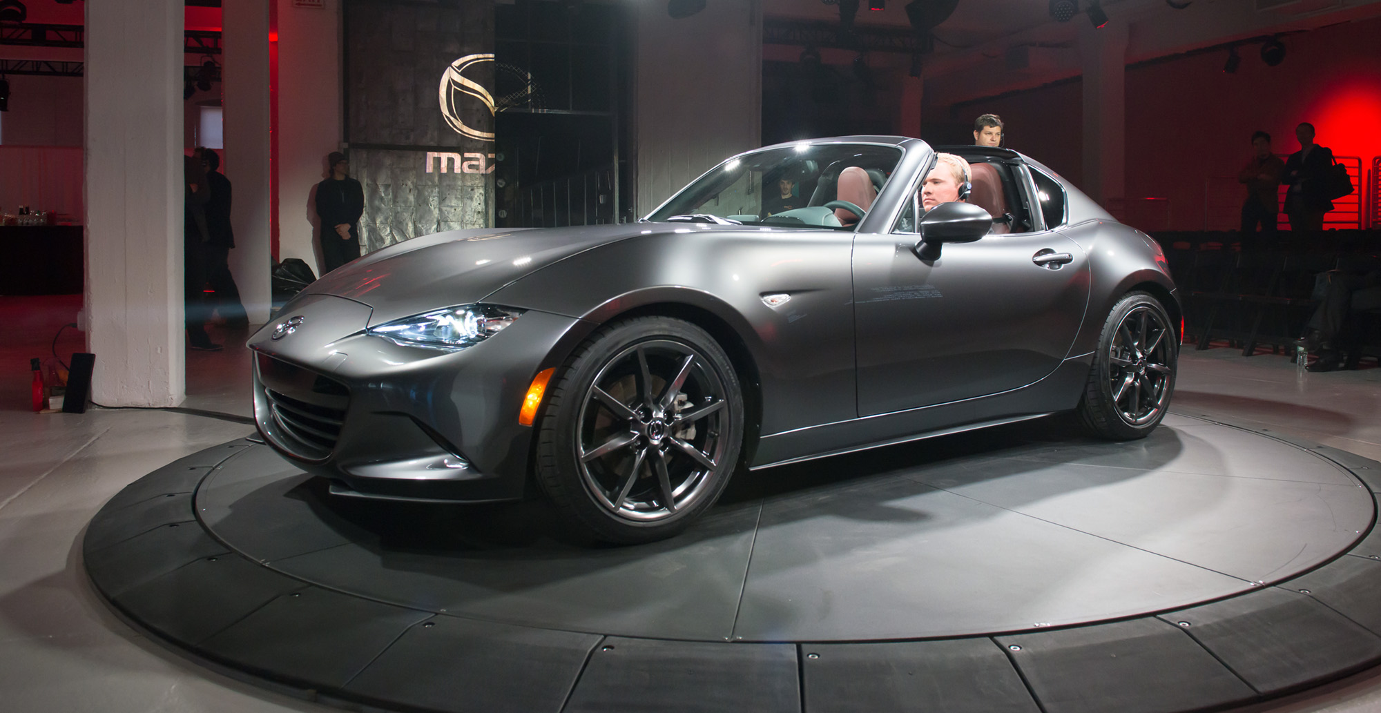 mazda mx 5 rf hardtop revealed in new york photos. Black Bedroom Furniture Sets. Home Design Ideas