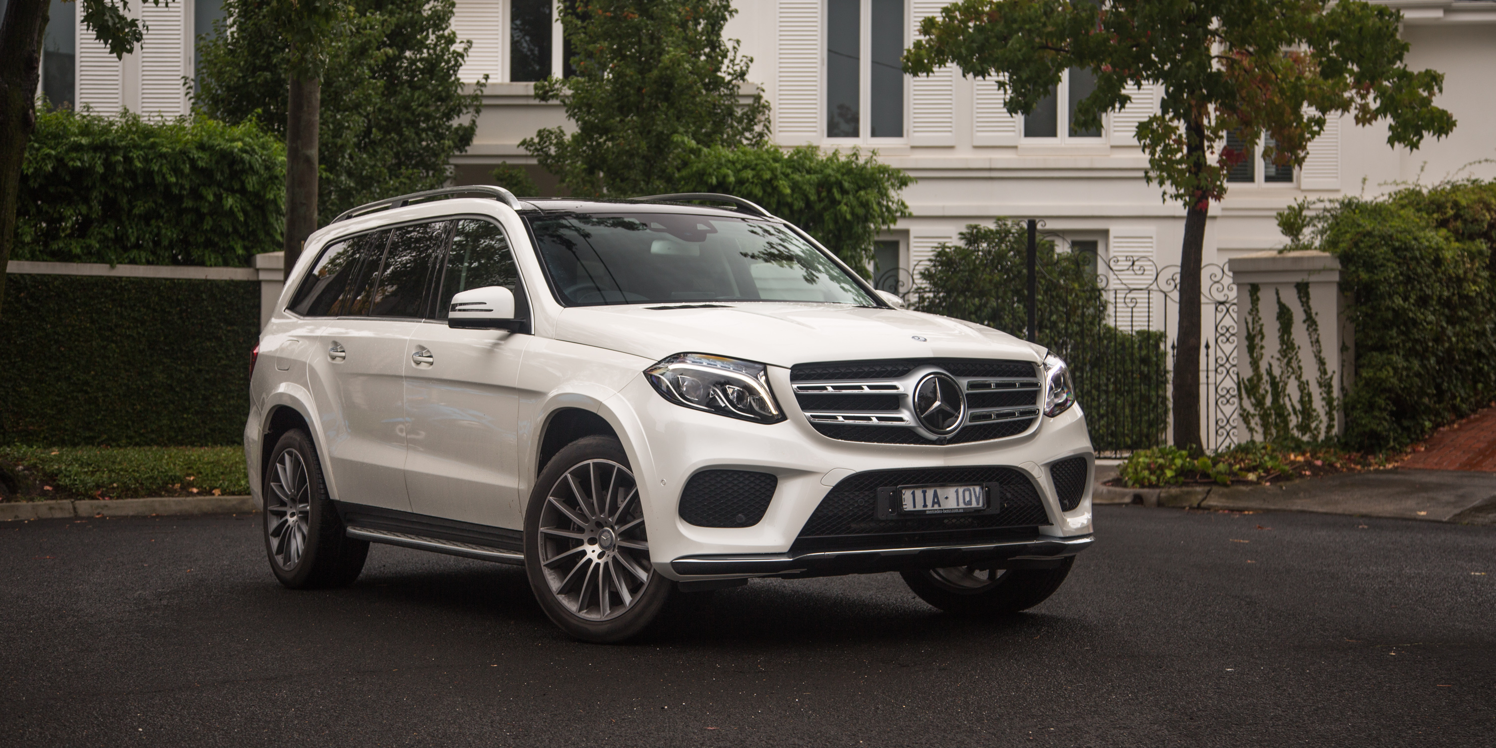 2016 mercedes benz gls review caradvice for Mercedes benz of minneapolis