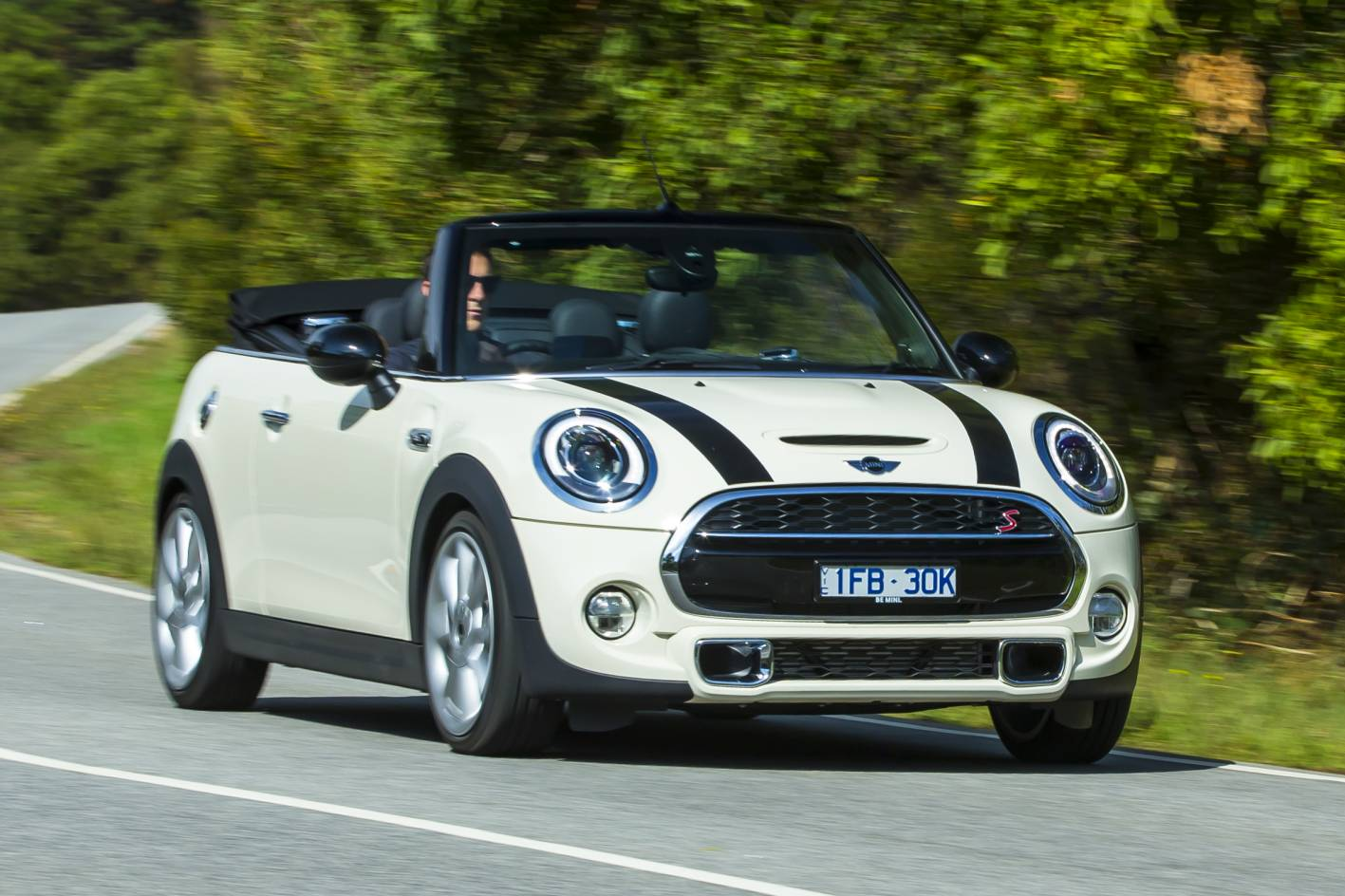 2016 Mini Convertible Review - Photos