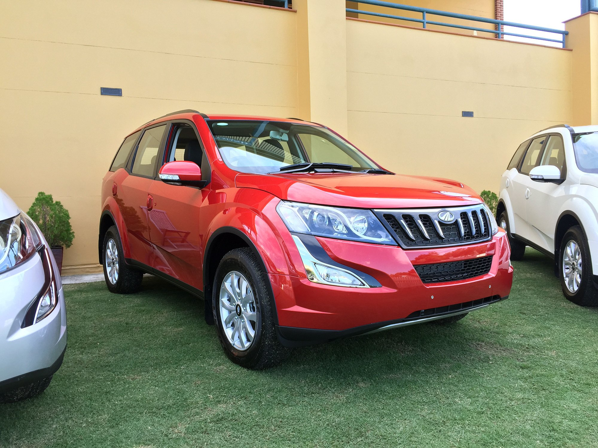 Mahindra Xuv500 W8 Automatic Pricing And Specifications Photos Caradvice