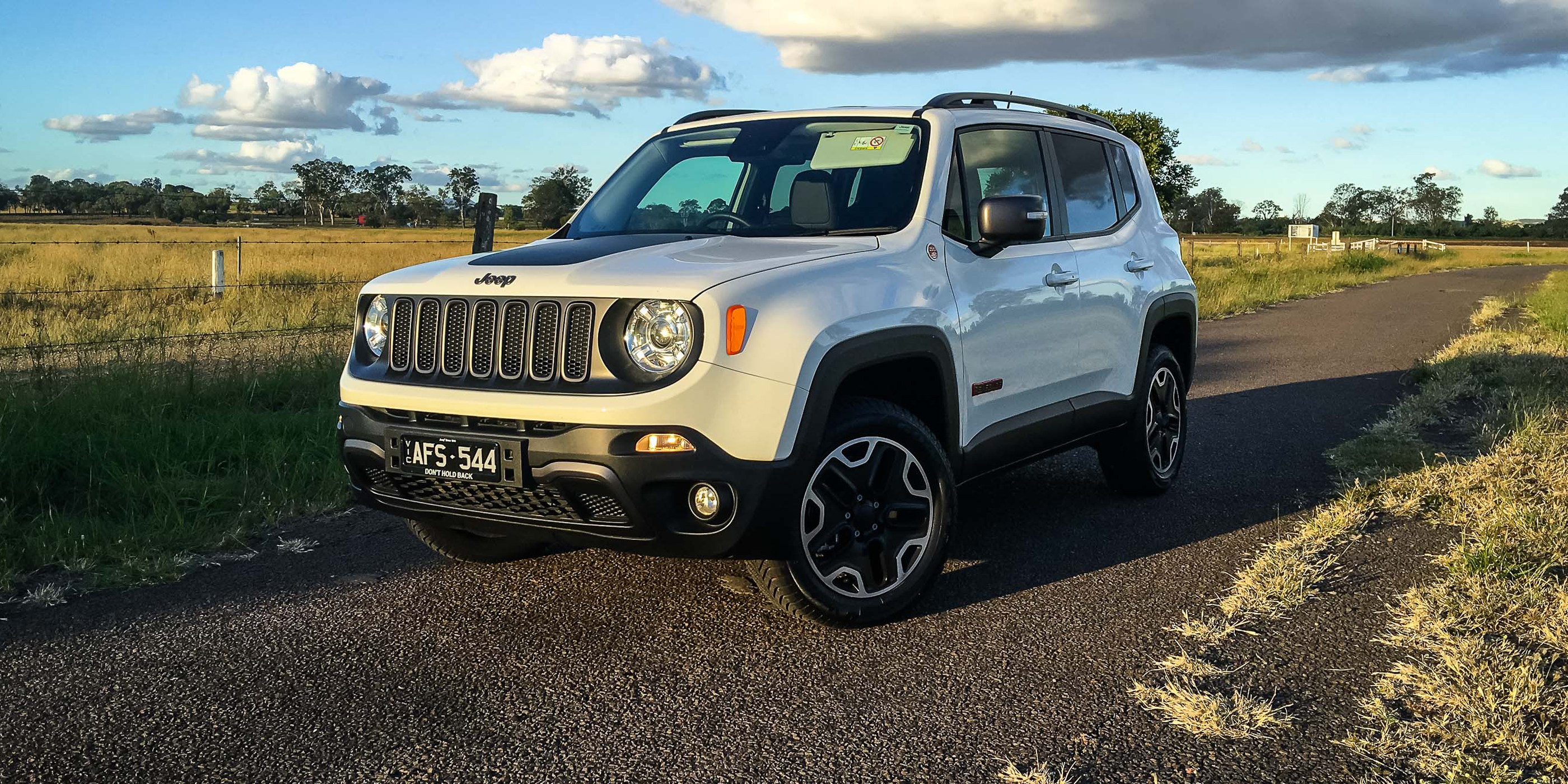2016 Jeep Renegade Trailhawk Review - Photos
