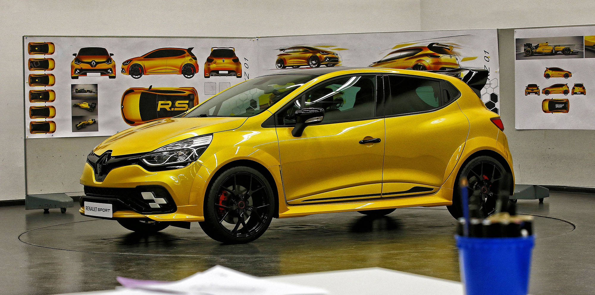 renault clio rs 16 concept unveiled with megane rs power video photos 1 of 9. Black Bedroom Furniture Sets. Home Design Ideas