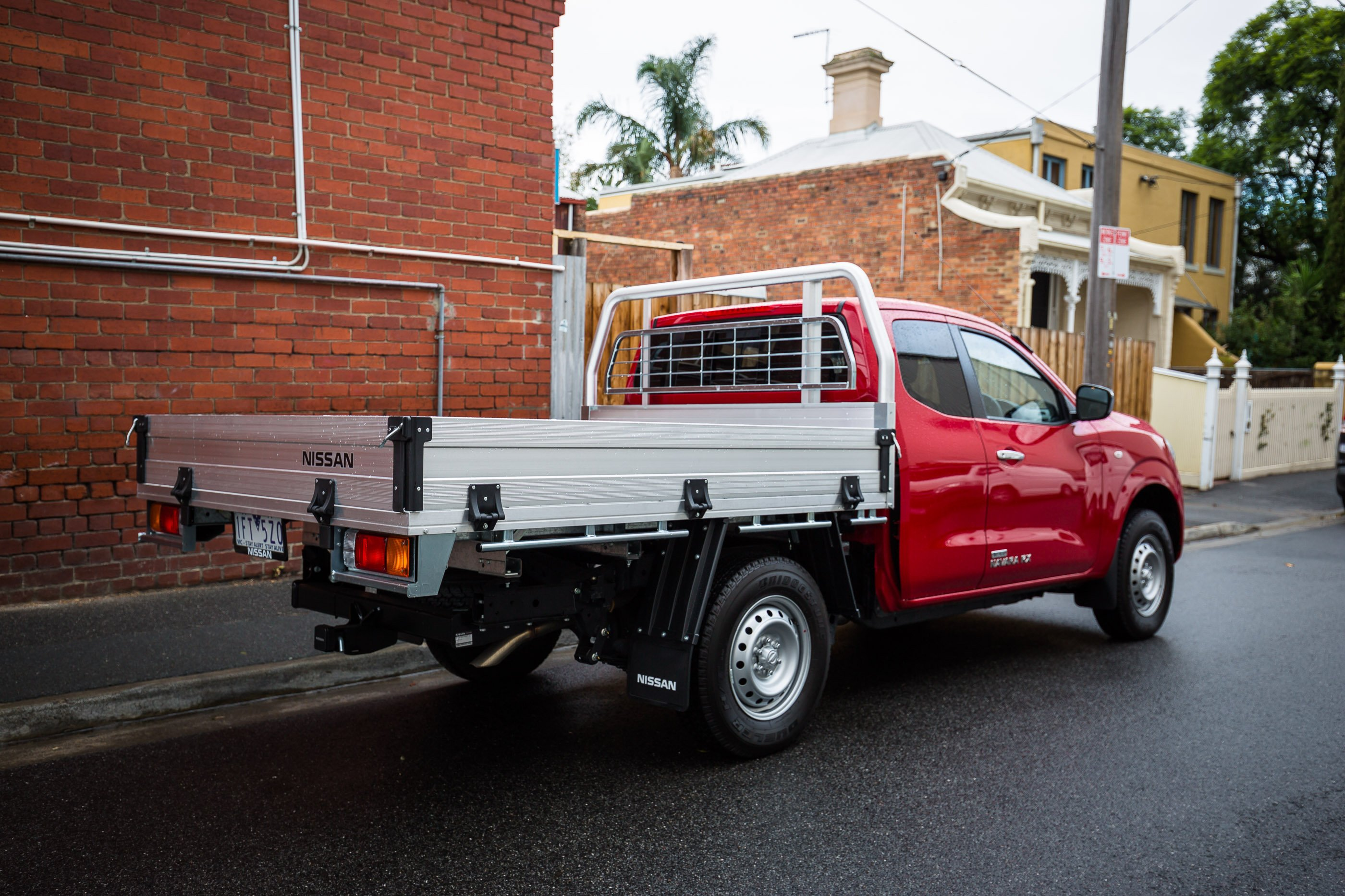 2016 Nissan Navara RX 4x2 King-Cab Chassis Review - photos ...