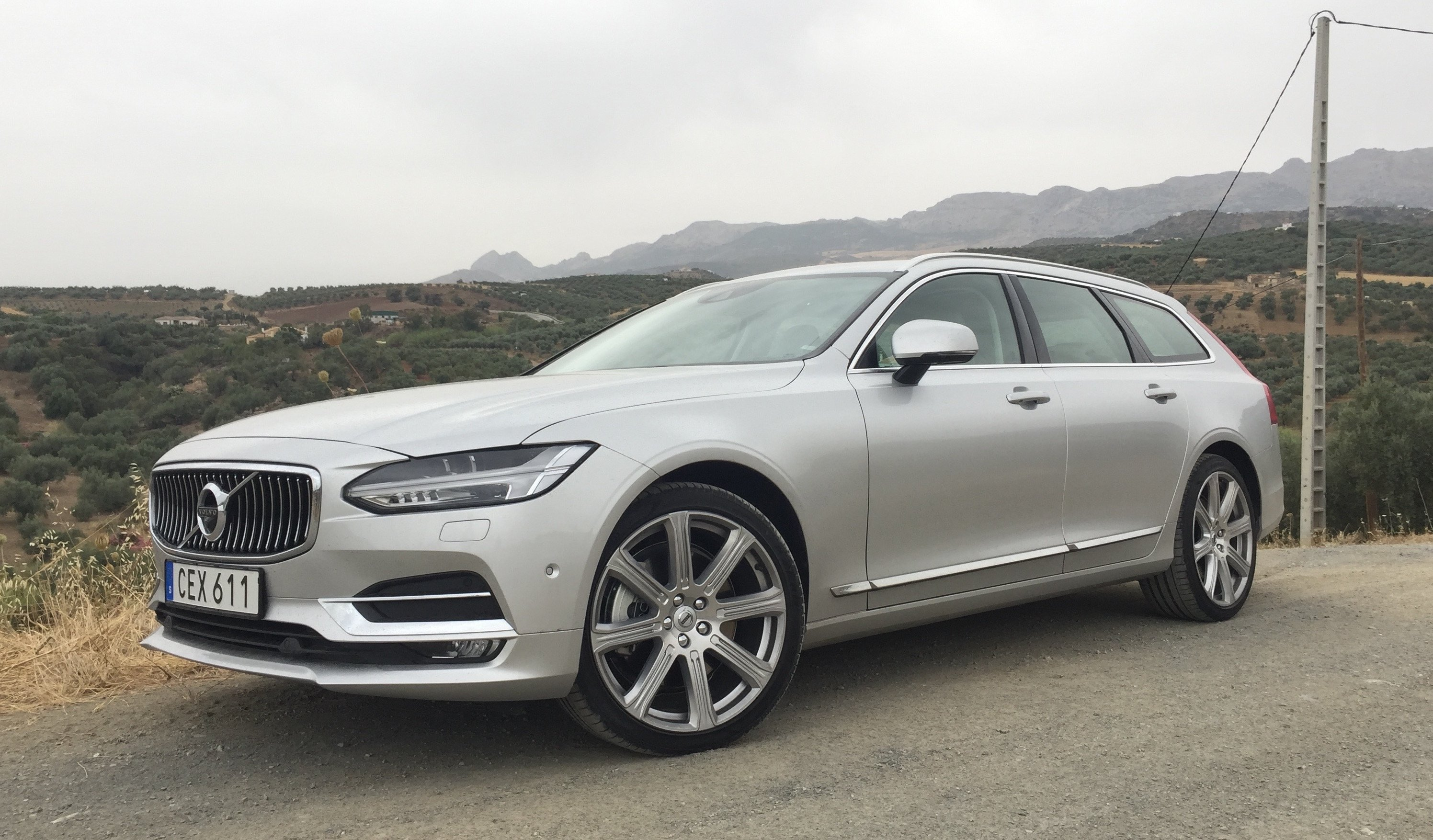 2016 Volkswagen Suv >> 2017 Volvo V90 Review - photos | CarAdvice