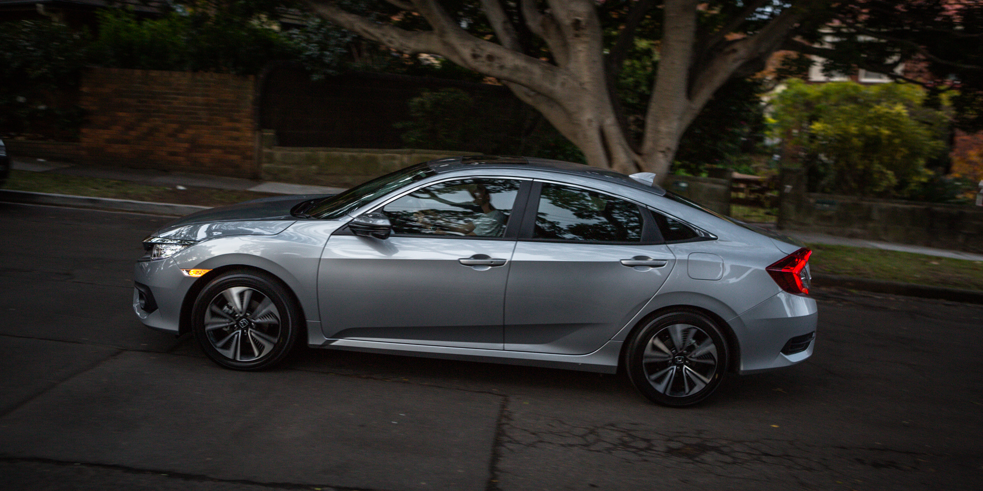 2016 Honda Civic VTi-LX Review - photos | CarAdvice