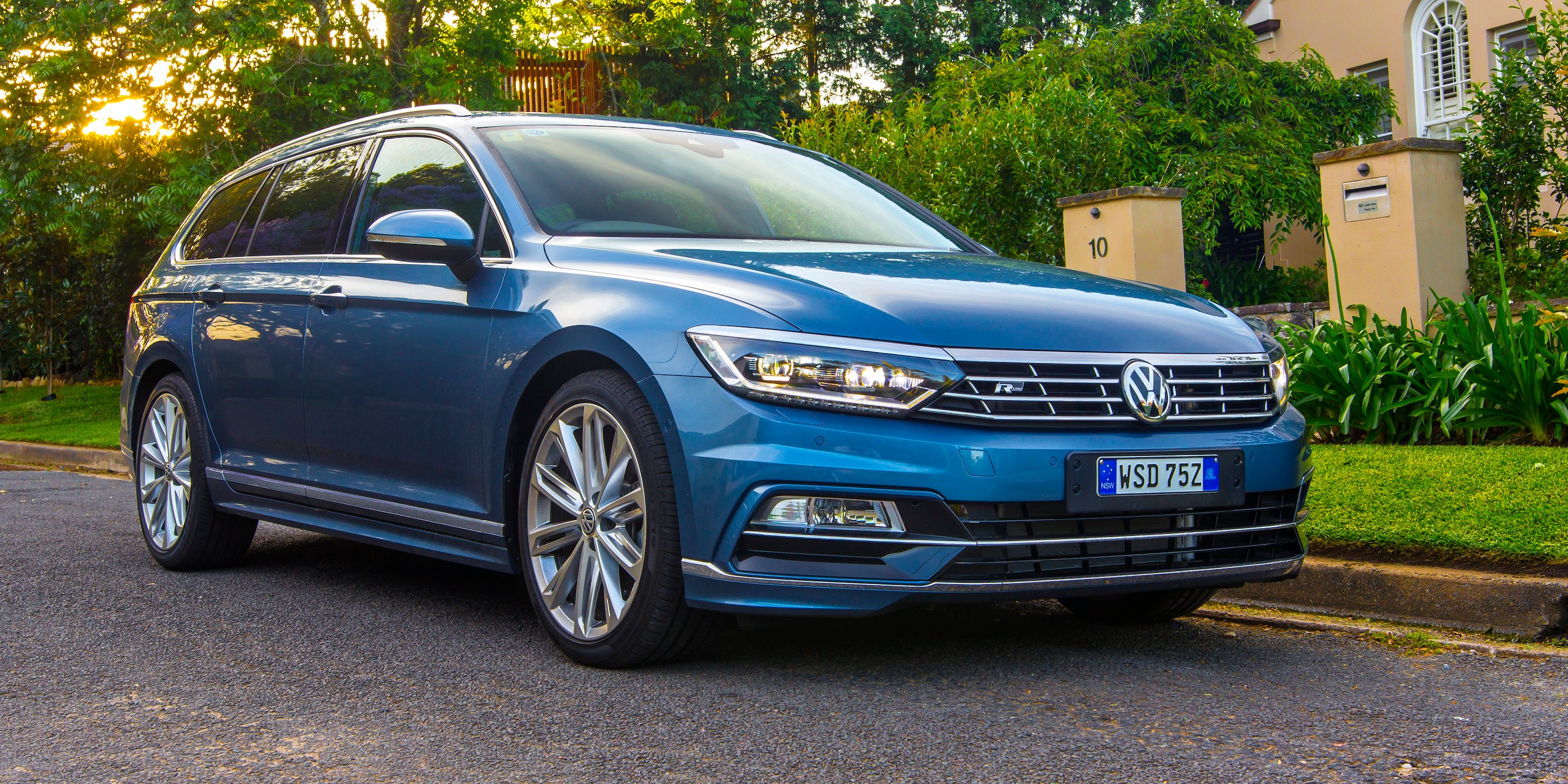 2017 volkswagen passat 206tsi r line pricing and specs available october 17 update photos. Black Bedroom Furniture Sets. Home Design Ideas