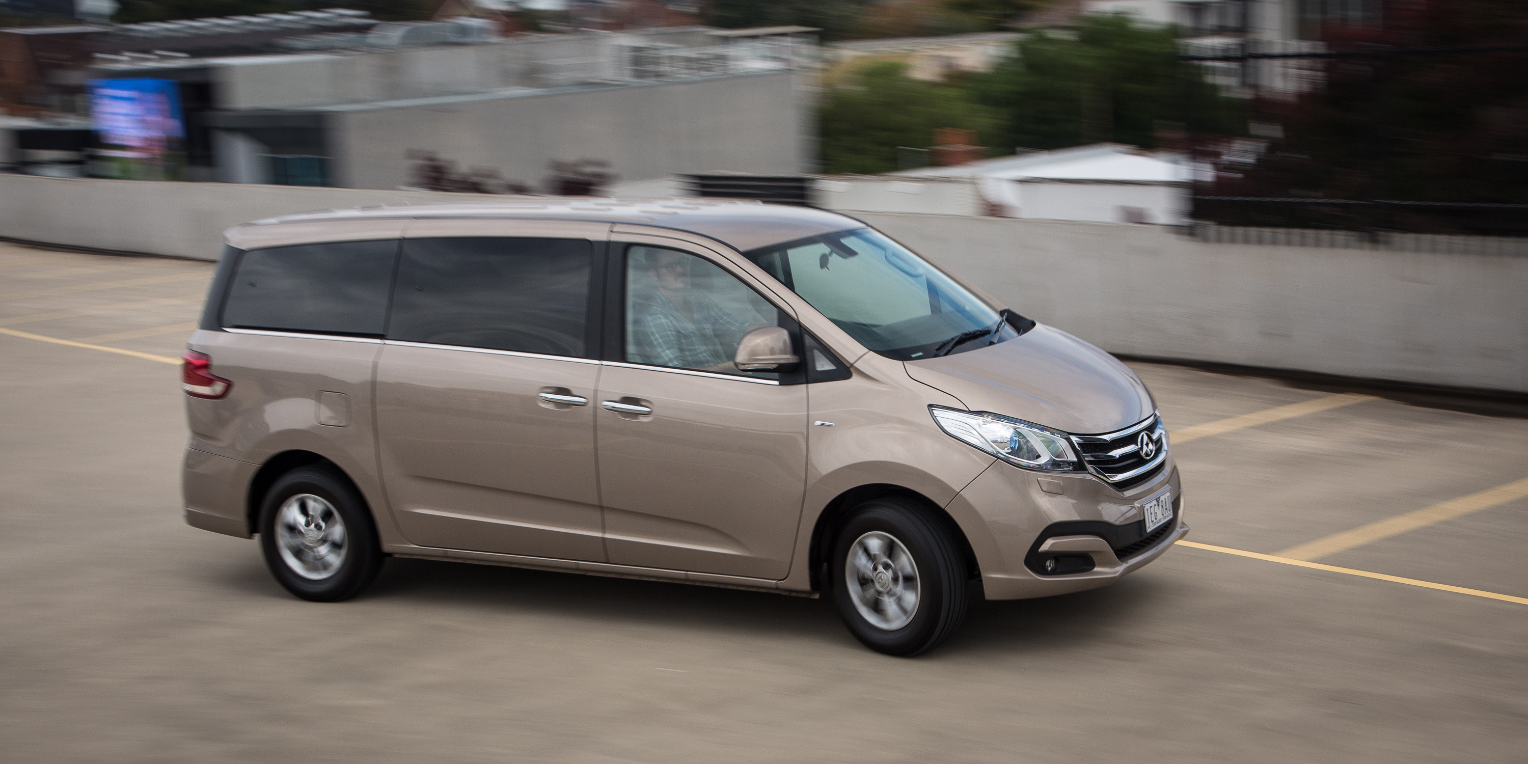 2016 LDV G10 Nine Seater Review photos