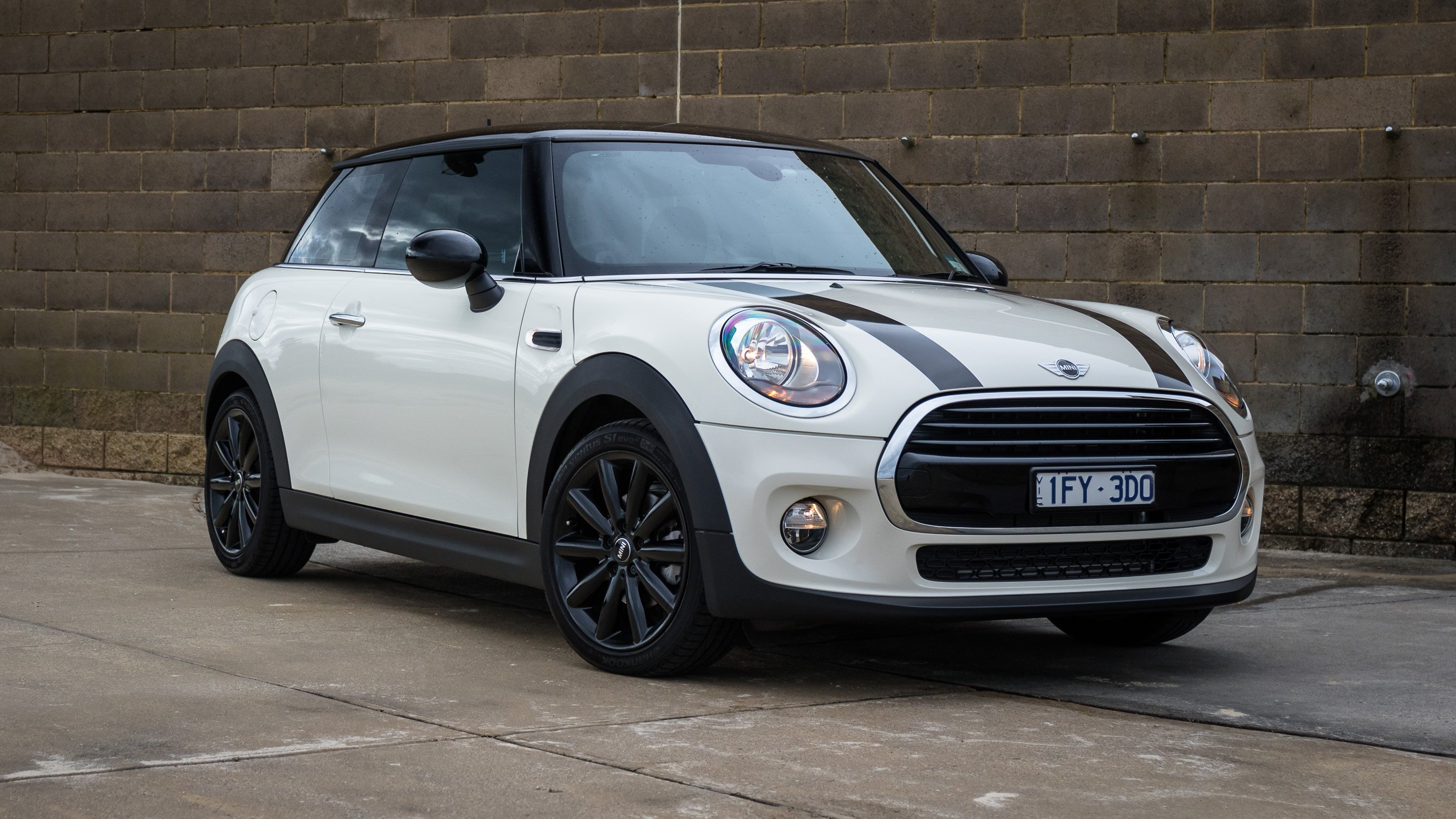 2016 mini cooper review photos caradvice. Black Bedroom Furniture Sets. Home Design Ideas