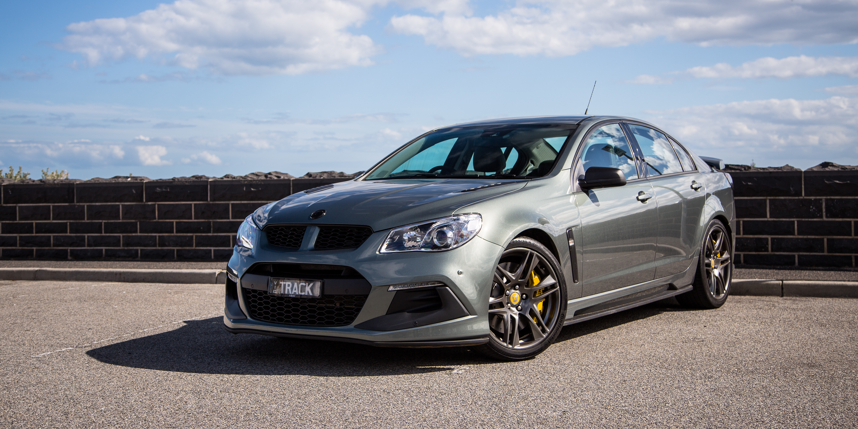2016-hsv-clubsport-r8-track-edition-3.jpg