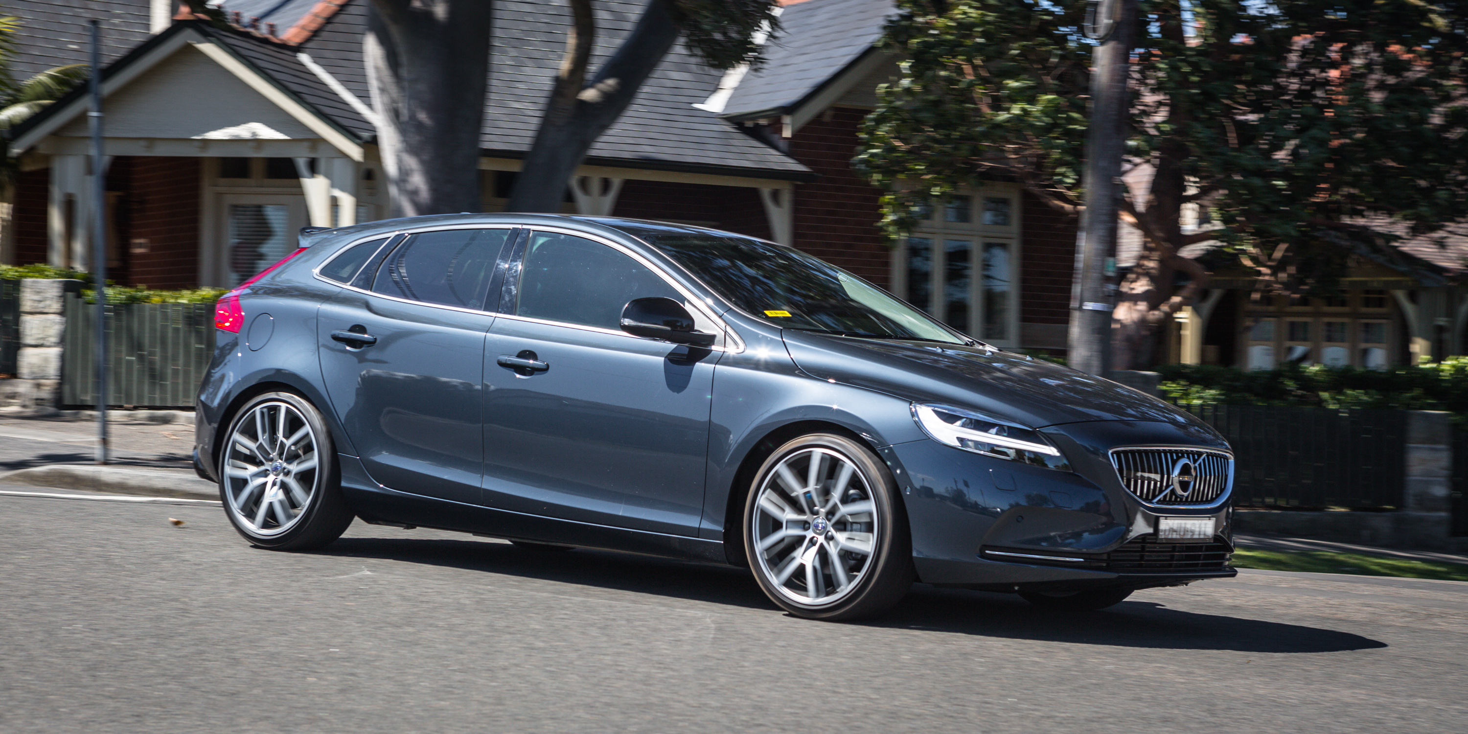 2017 Volvo V40 D4 Review: Inscription with Polestar ...