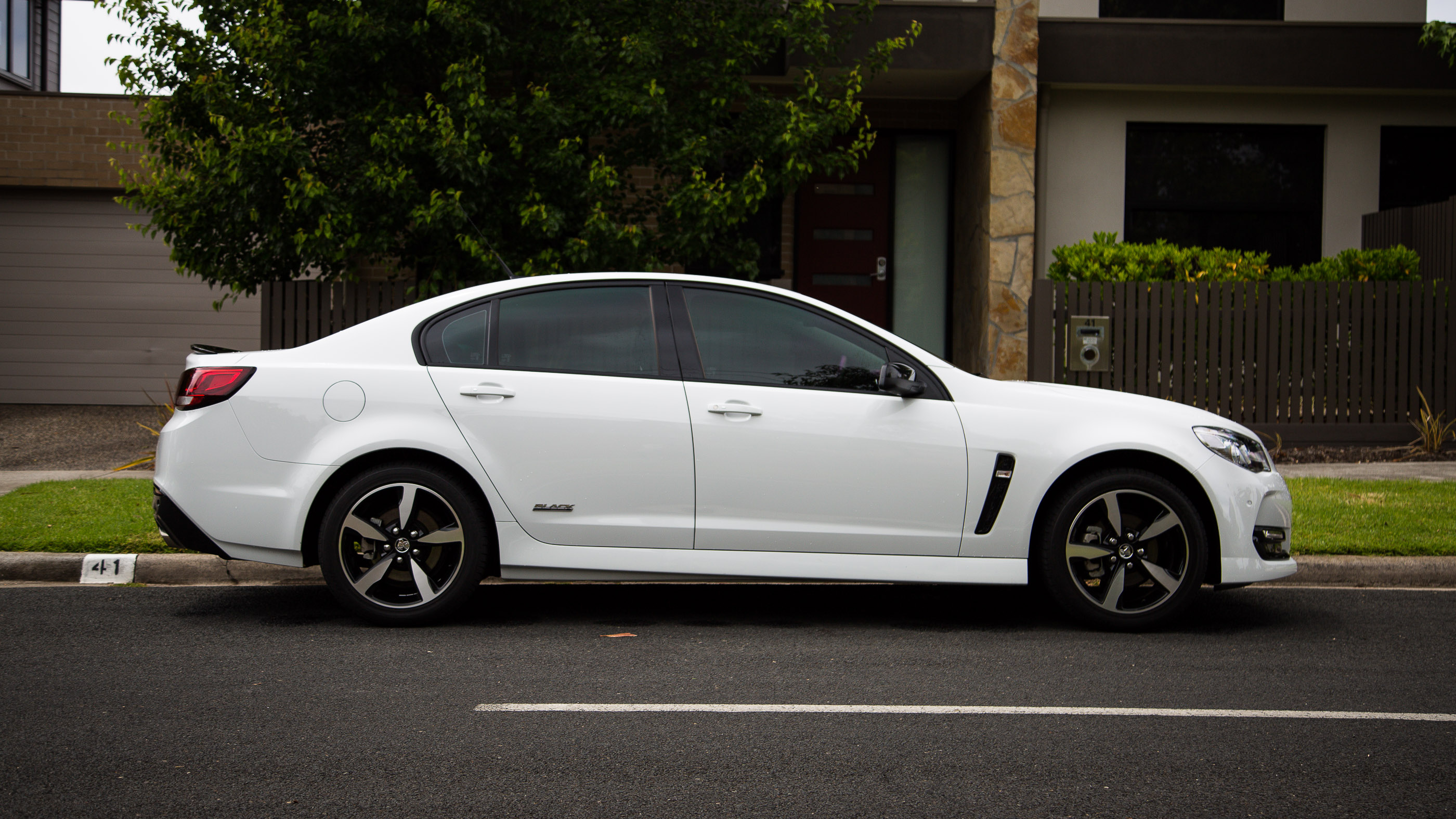 2016 Holden Commodore SV6 Black Edition review - photos ...