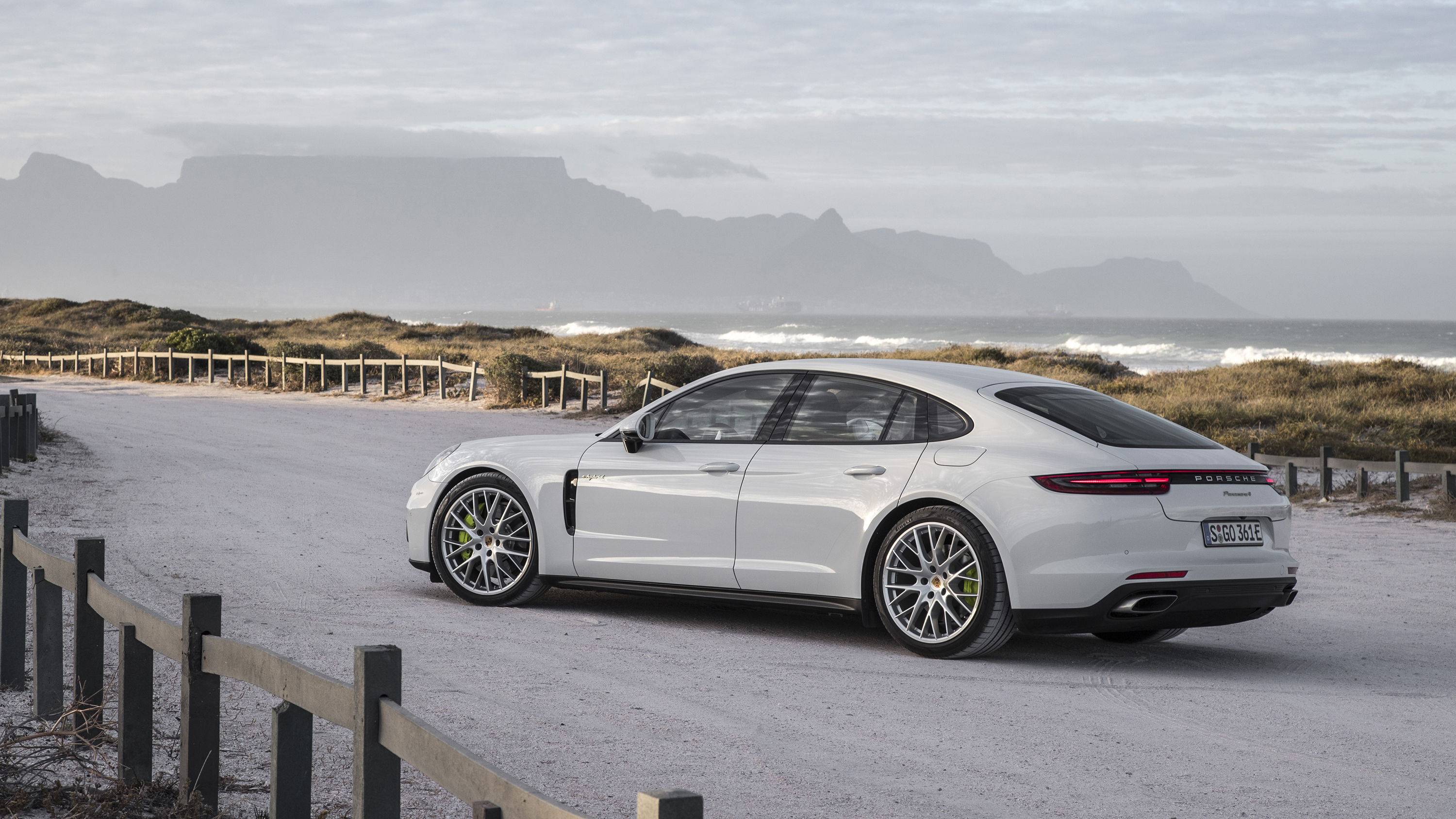 2017 porsche panamera 4 e hybrid review photos caradvice. Black Bedroom Furniture Sets. Home Design Ideas