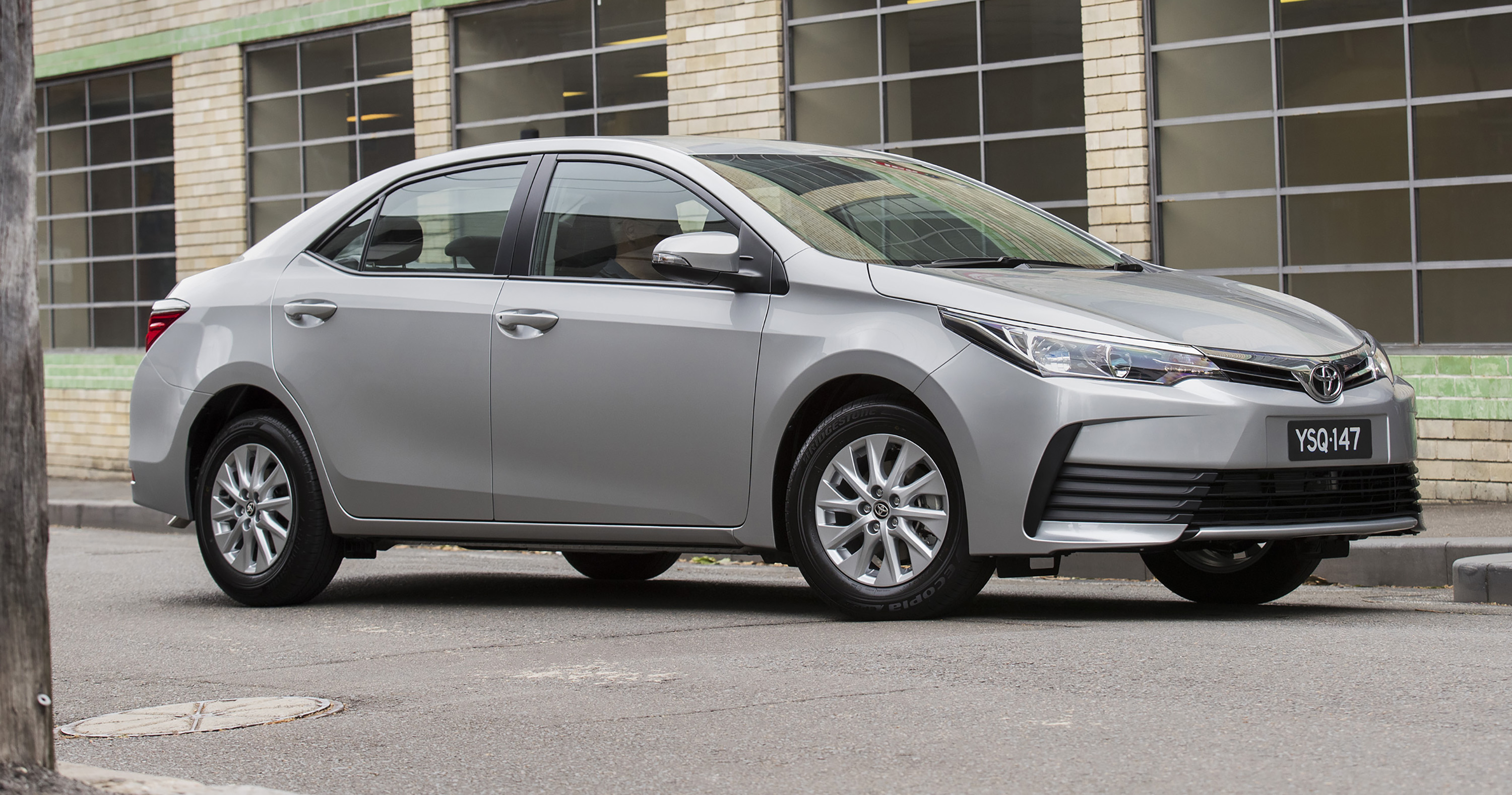 2017 toyota corolla sedan pricing and specs new looks more kit and upgraded safety photos. Black Bedroom Furniture Sets. Home Design Ideas