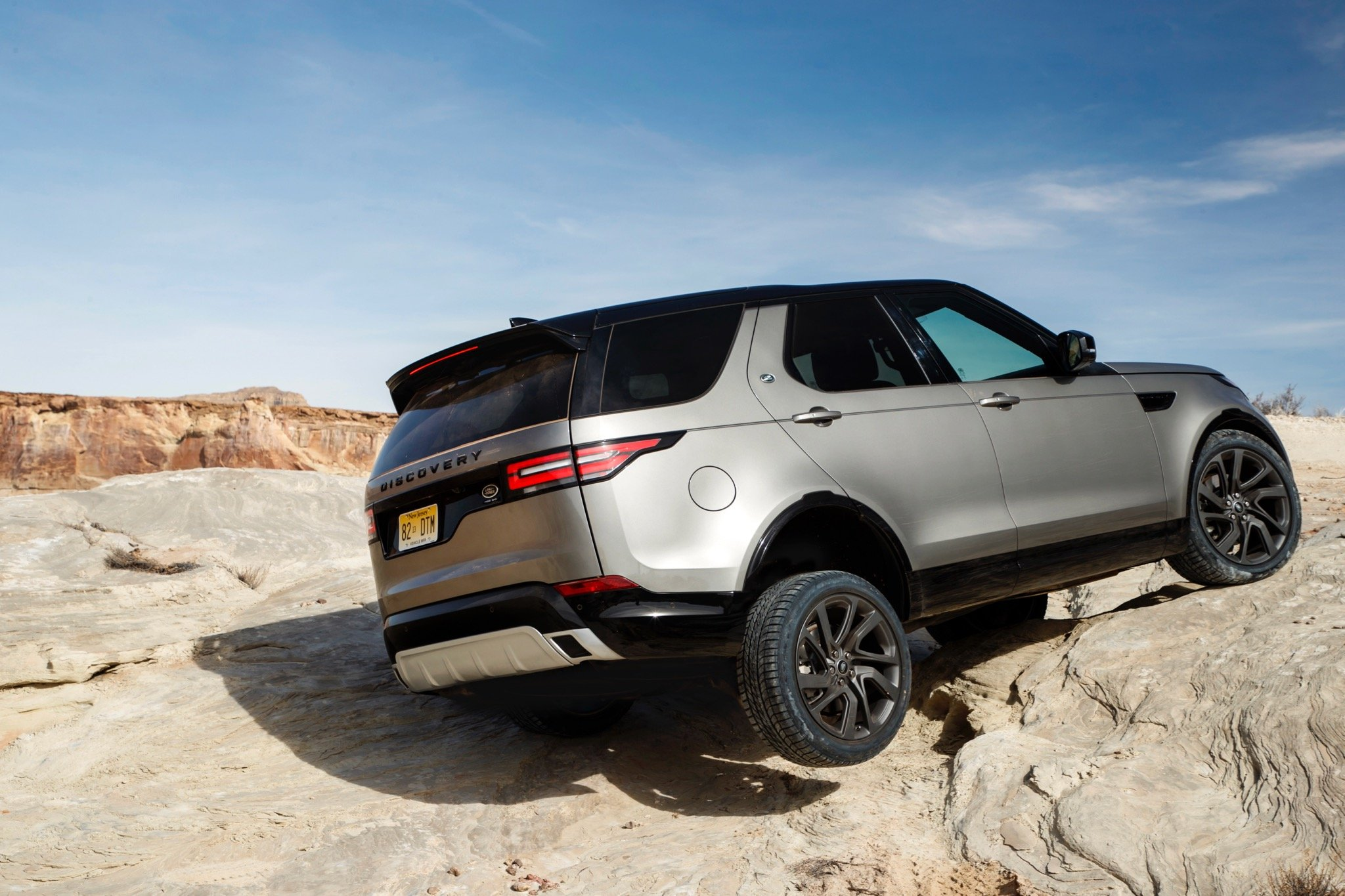 Land Rover >> 2017 Land Rover Discovery review - photos | CarAdvice