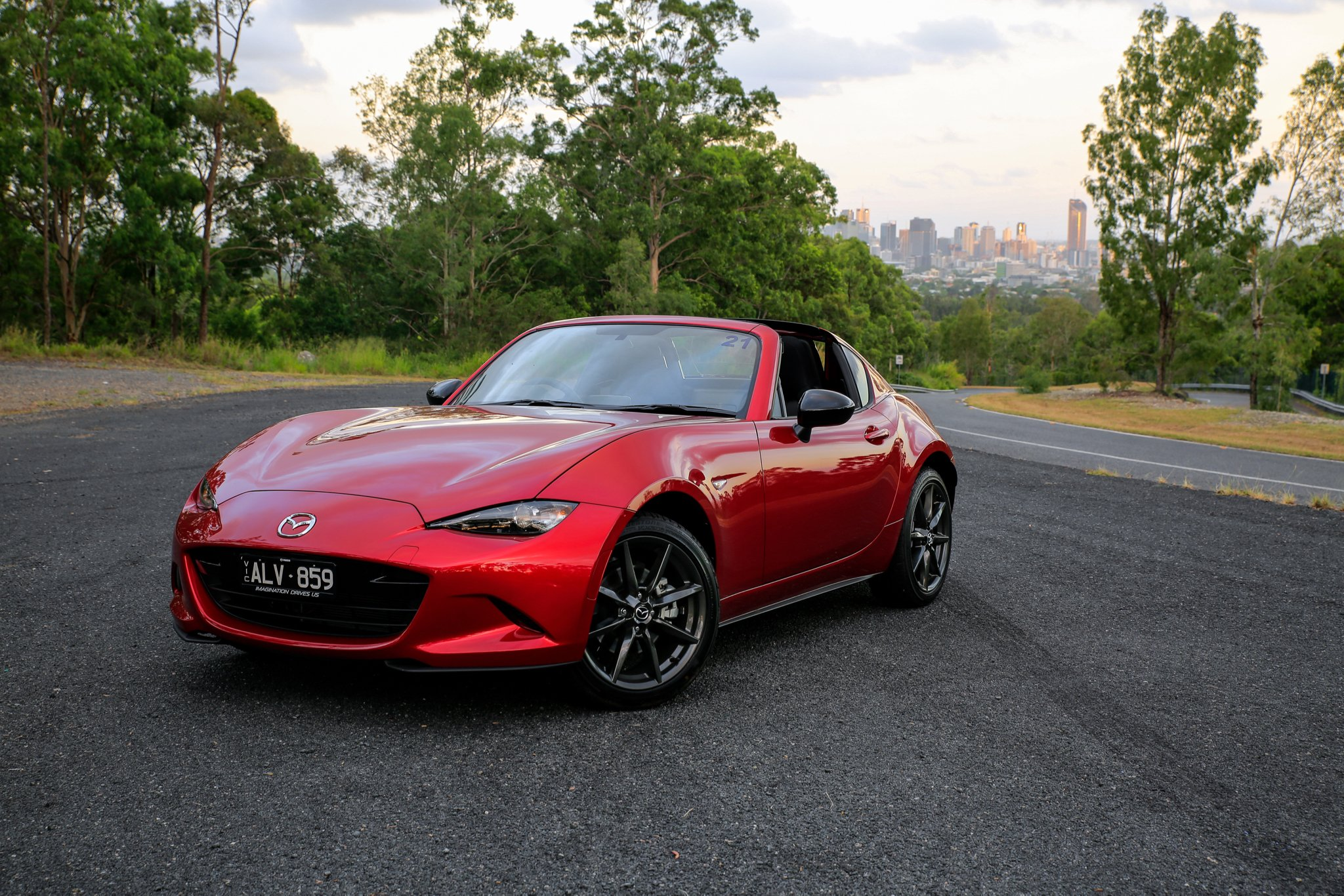 mazda mx 5 rf vs mazda mx 5 comparison photos. Black Bedroom Furniture Sets. Home Design Ideas