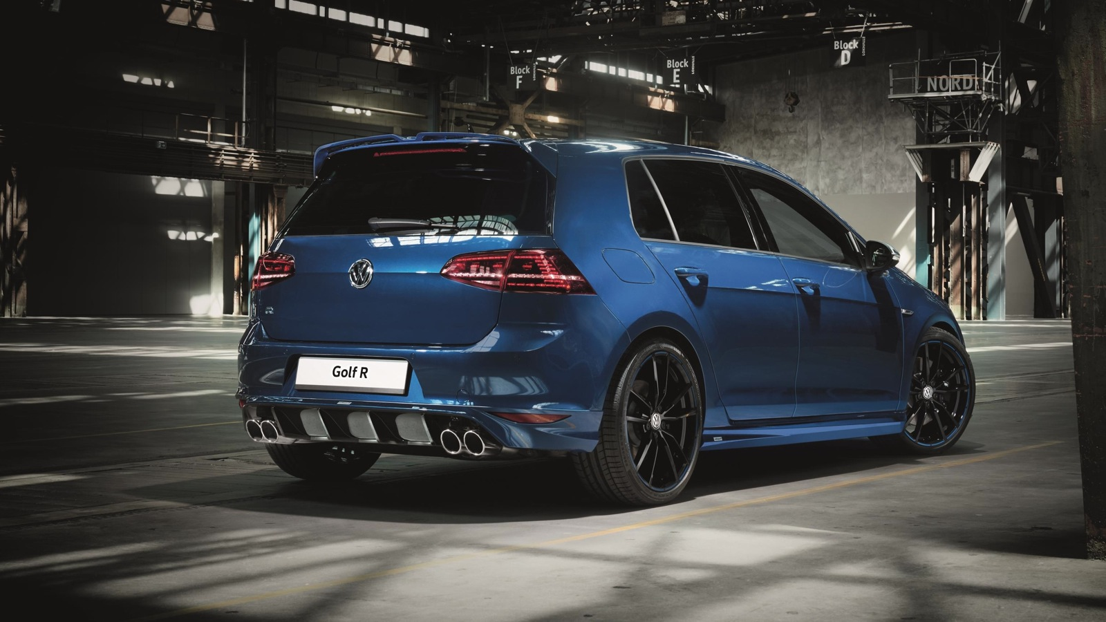 volkswagen golf gti and golf r to be offered with optional oettinger extras photos 1 of 5. Black Bedroom Furniture Sets. Home Design Ideas