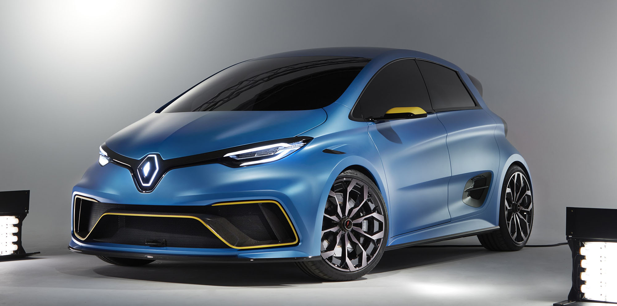 renault zoe e sport concept unveiled in geneva photos caradvice. Black Bedroom Furniture Sets. Home Design Ideas