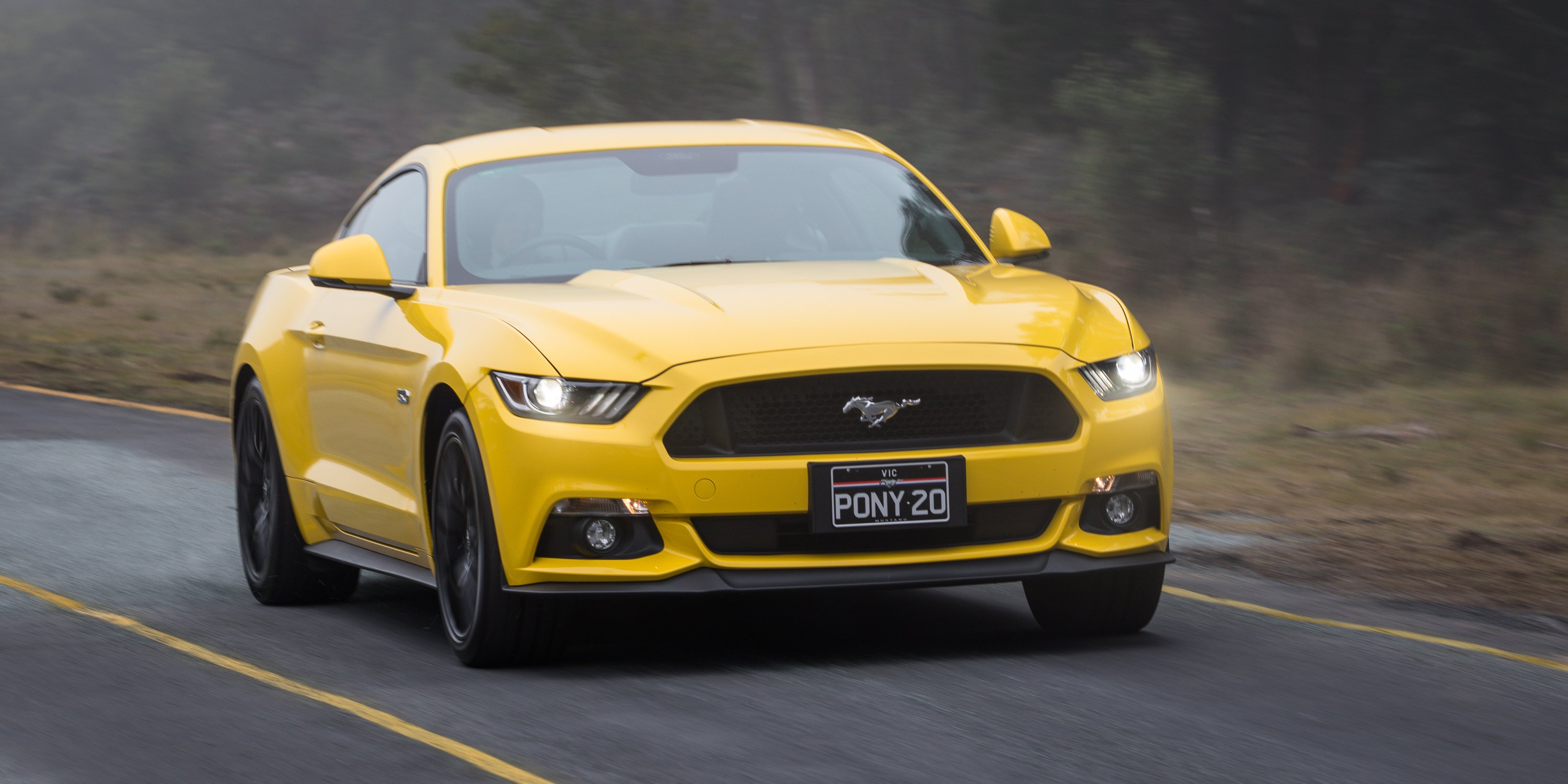 ford mustang gt fastback v ford mustang gt performance parts comparison photos. Black Bedroom Furniture Sets. Home Design Ideas