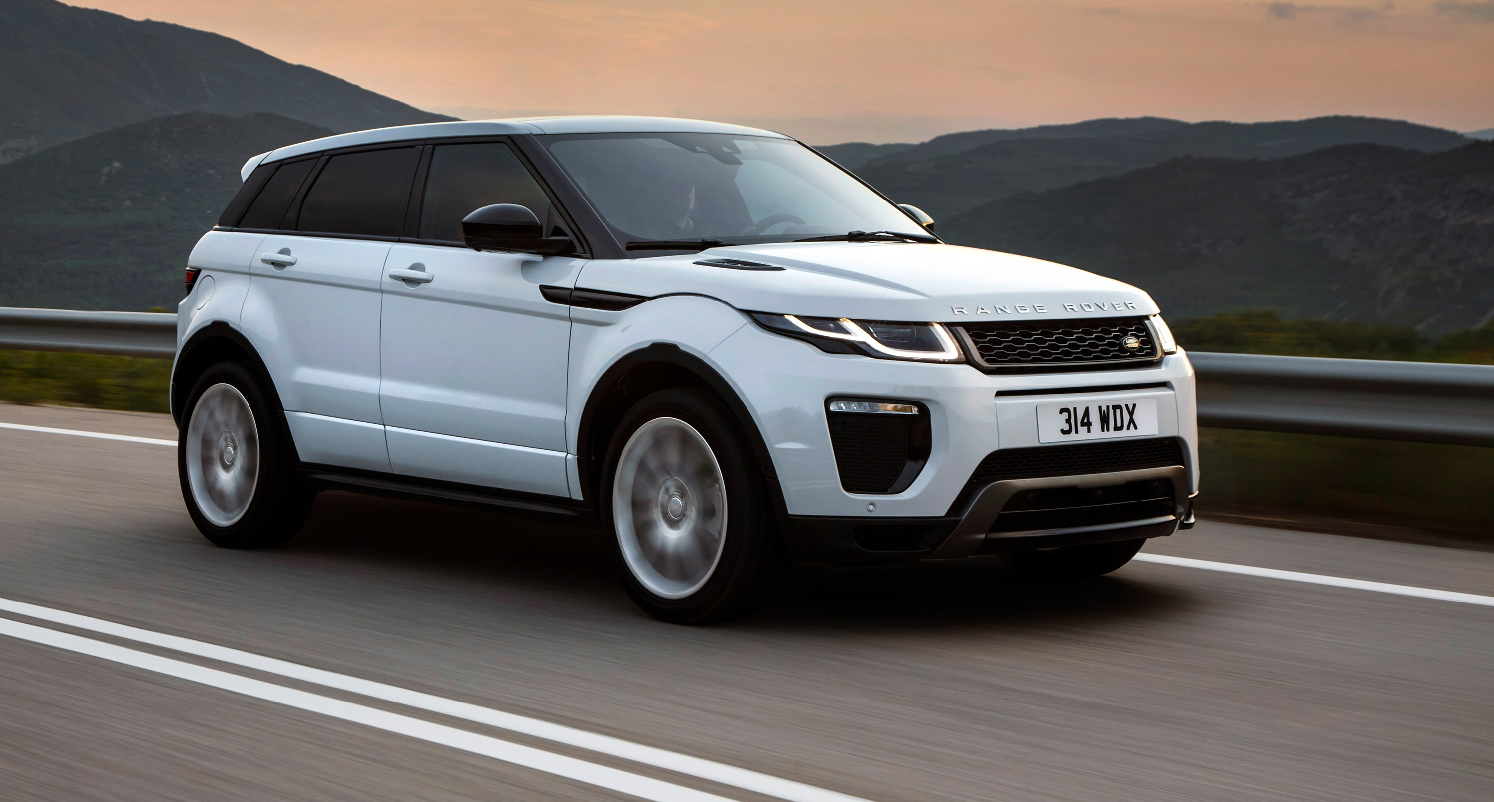 2018 range rover evoque land rover discovery sport ingenium petrol engines here soon update. Black Bedroom Furniture Sets. Home Design Ideas