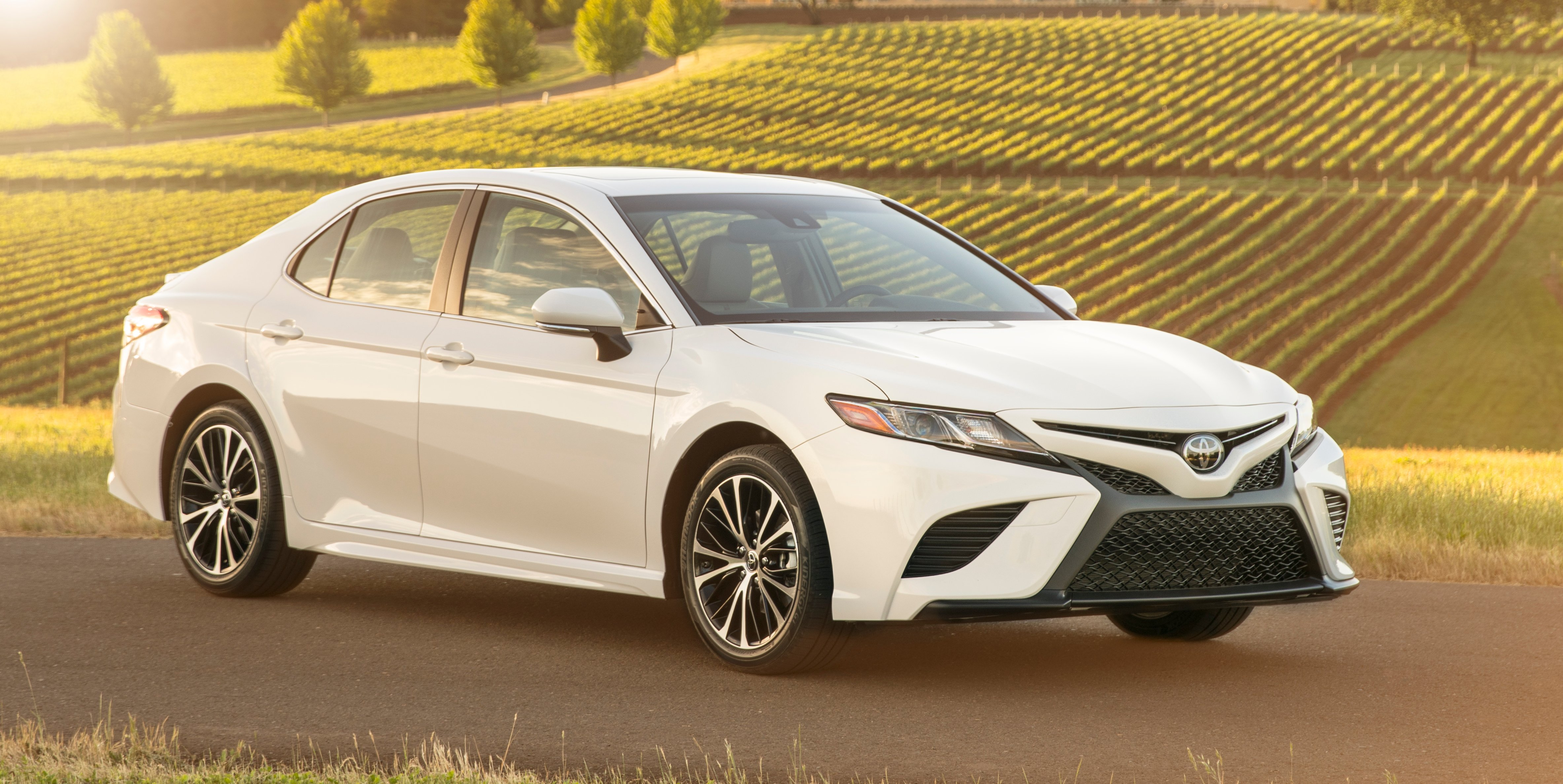 2018 Toyota Camry Hybrid review - photos | CarAdvice