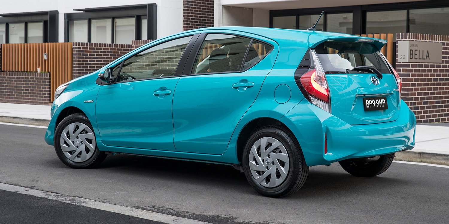 2018 Toyota Prius C Pricing And Specs Photos 1 Of 9