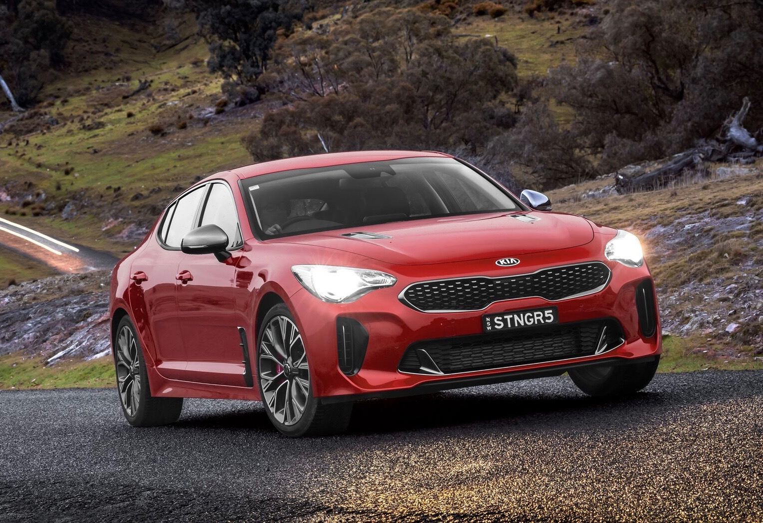 Green Car Reports >> Kia Stinger sales off to strong start in hunt for 500 ...
