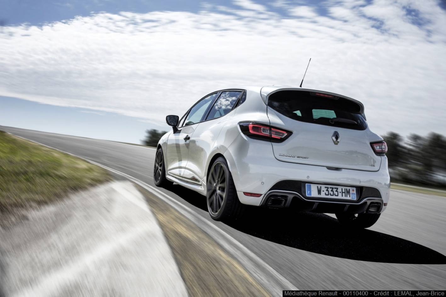 2018 renault clio rs trophy pricing and specs photos. Black Bedroom Furniture Sets. Home Design Ideas